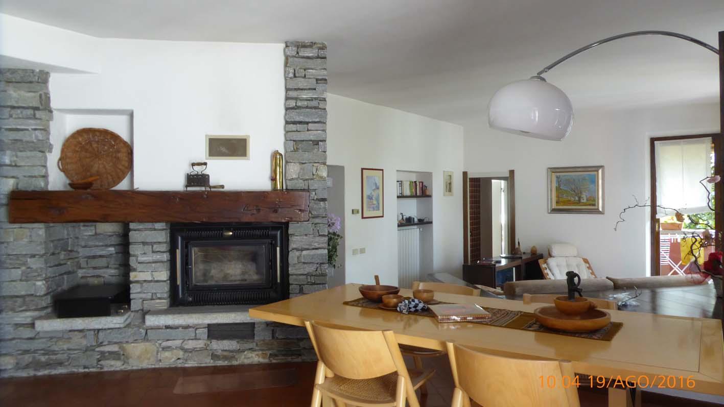Arizzano Villa soggiorno - Perelli Immobiliare